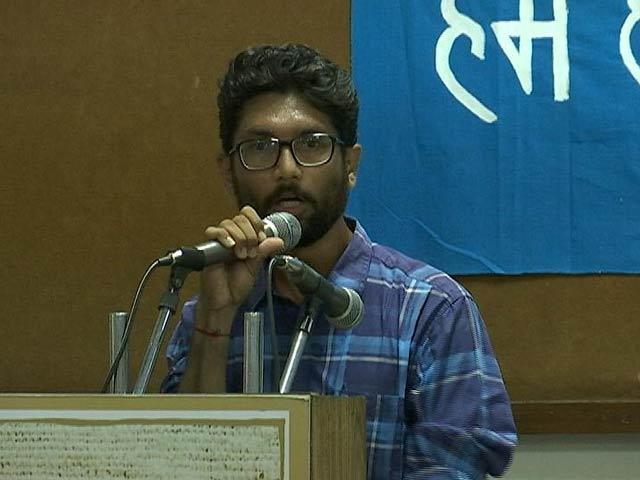 Videos : गुजरात चुनाव: दलित नेता जिग्नेश मेवाणी भी मैदान में