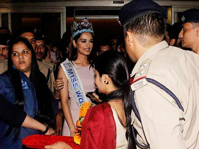 Miss World Manushi Chhillar Returns, Receives Grand Welcome In Mumbai