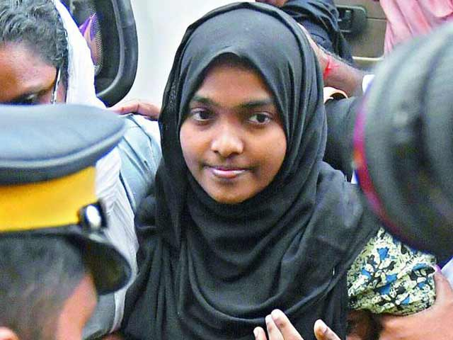 Videos : बड़ी खबर : सुप्रीम कोर्ट ने कहा, हदिया को उसके माता-पिता की हिरासत से रिहा किया जाए