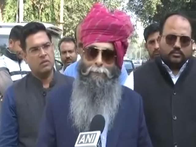 Video : दीपिका के सिर इनाम रखने वाले बीजेपी नेता सूरजपाल अम्मू ने दिया इस्तीफा