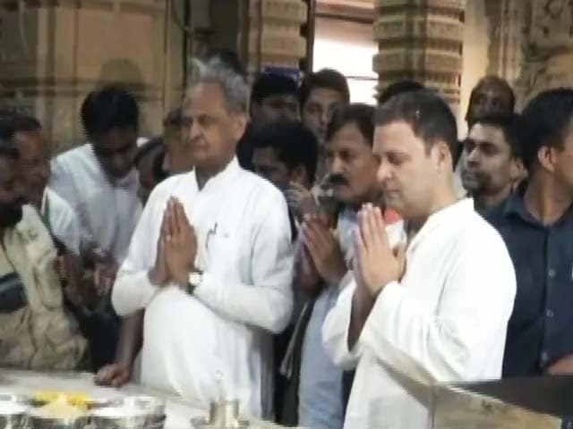 Videos : गुजरात में चुनाव प्रचार खत्म : अंबाजी मंदिर में पीएम, जगन्नाथ मंदिर गए राहुल