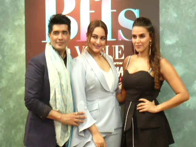 BFFs Sonakshi Sinha, Neha Dhupia & Manish Malhotra Bond Big Time