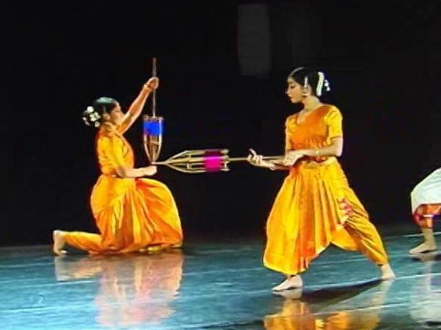 Video : The Rhythm Of The Loom