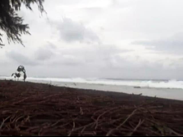Videos : तमिलनाडु-केरल में चक्रवाती तूफ़ान ओखी के चलते हालात खराब