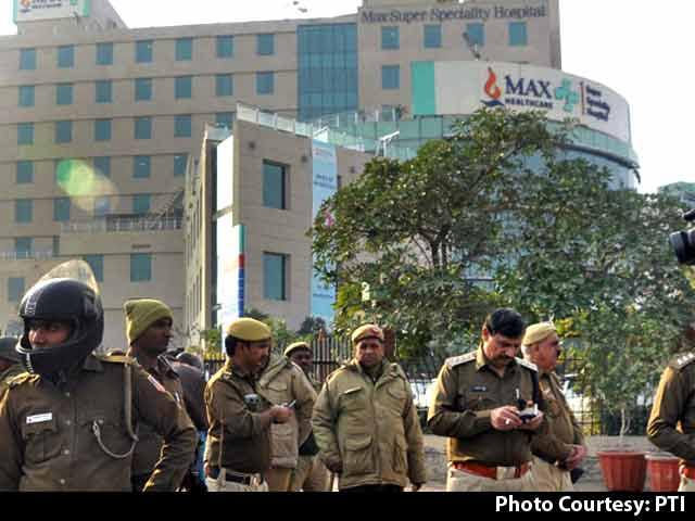 Video : Delhi Hospital That Declared Newborn Dead Fires 2 Doctors Amid Outrage