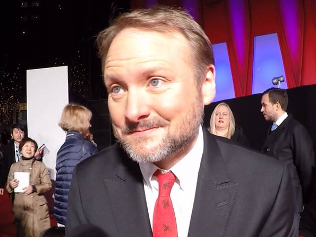 Rian Johnson, Director Of Star Wars: The Last Jedi Imitates Chewbacca & BB-8