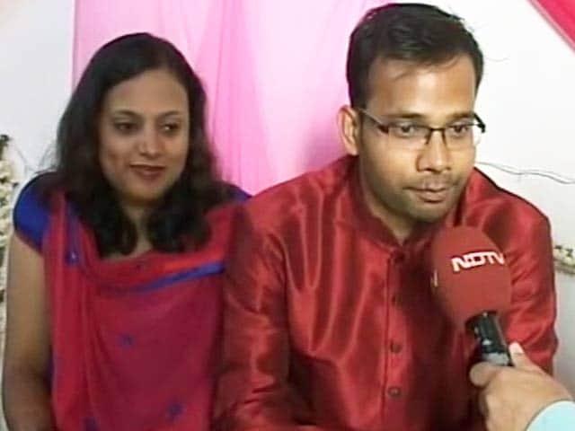 Video : बेंगलुरु में एक जोड़े की मेहमानों से अपील, 'शादी के तोहफ़े में दें बिटकॉइन'