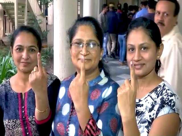 Videos : गुजरात चुनाव: पहले चरण की 89 सीटों के लिए  वोटिंग शुरू