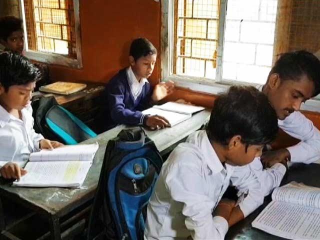 Videos : मध्यप्रदेश: हिंदी नहीं पढ़ पाते हैं 80 फीसदी छात्र