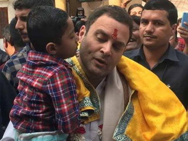 Videos : गुजरात के डाकोर में राहुल गांधी ने रणछोड़ जी मंदिर में की पूजा