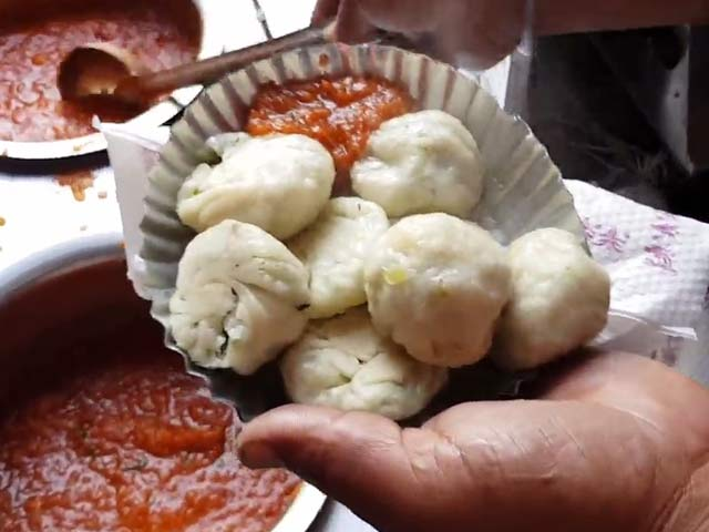 Video : Dolma Aunty's Momos In Delhi's Lajpat Nagar