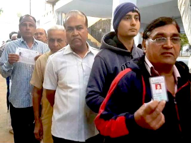 Videos : गुजरात चुनाव: 14 जिलों की 93 सीटों पर वोटिंग शुरू