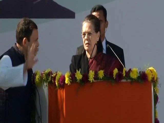 "Video : ""Can't Speak"": Fireworks Force Sonia Gandhi To Pause Farewell Speech"