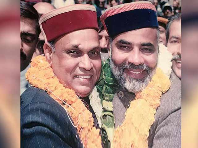 Video : As Himachal Counts, PK Dhumal Shares An Old Photo With PM Modi