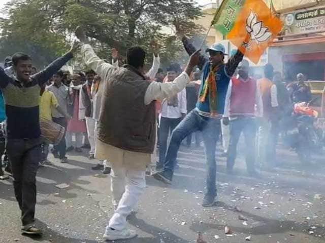 Video : गांधीनगर में कार्यकर्ताओं ने मनाया बीजेपी की जीत का जश्न
