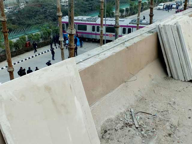 Video : Delhi Metro's Driverless Magenta Line Train Crashes Days Before Launch
