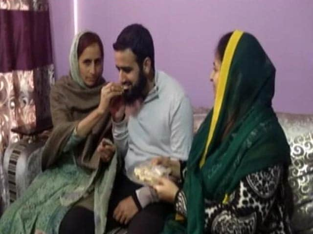 Video : Boy Whose Home Set On Fire By Terrorists Tops Kashmir Civil Service Exam