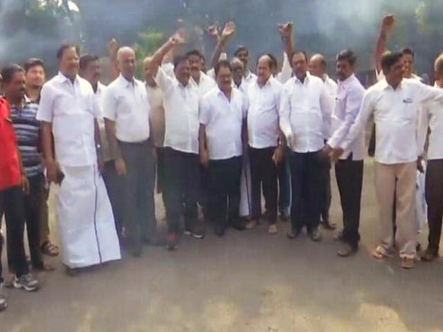 Videos : इंडिया 8 बजे : 2 जी घोटाले के सभी आरोपी बरी