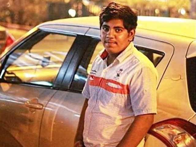 Videos : दिल्ली में रोडरेज : मामूली सी टक्कर होने पर युवक पर चढ़ा दी कार