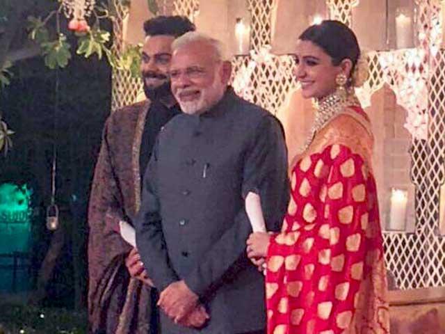Videos : विराट और अनुष्का की शादी का शानदार रिसेप्शन, पीएम मोदी सहित कई हस्तियों ने लिया हिस्सा