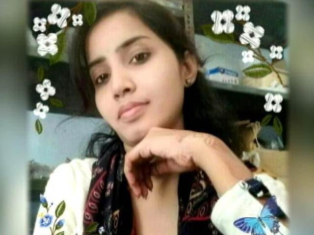 Video : प्रेम प्रसंग में लड़की को बीच बाजार में जिंदा जला दिया
