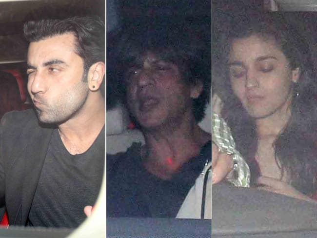 Video : SRK, Ranbir, Alia & Others At Karan Johar's Christmas Bash