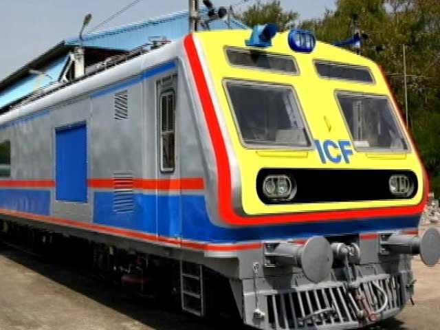 Videos : मुंबई में आज से एसी लोकल ट्रेन