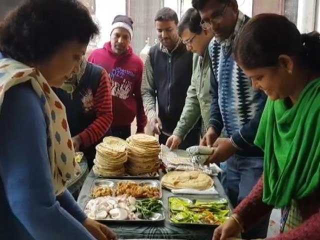 Videos : गोरखपुर में रोटी बैंक : गरीबों का पेट भरने की कोशिश