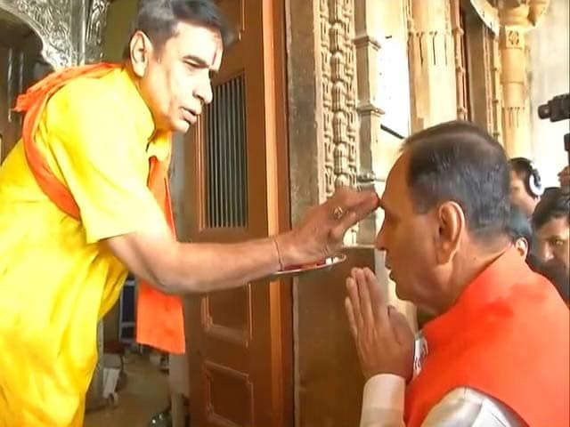 Video : Vijay Rupani Offers Prayers Before He Takes Oath As Gujarat Chief Minister