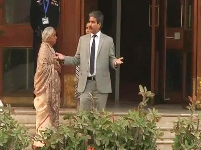 Video : '...<i>Qatil Beta</i>': Kulbhushan Jadhav's Mother, Wife Harassed By Pak Media