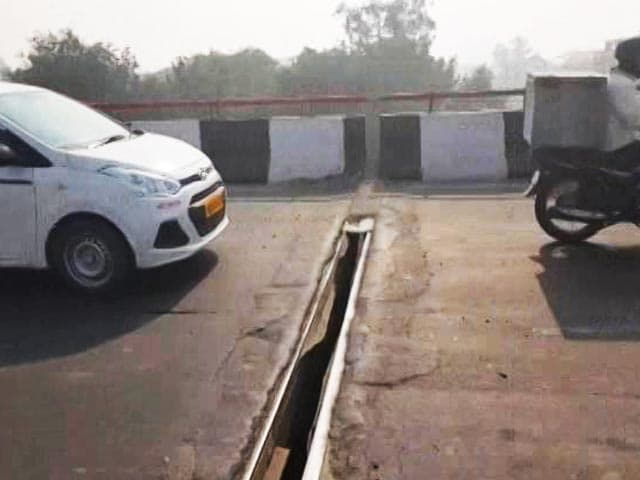 Video : Nearly A Foot-Long Gap On The Busy Lajpat Nagar Flyover In Delhi
