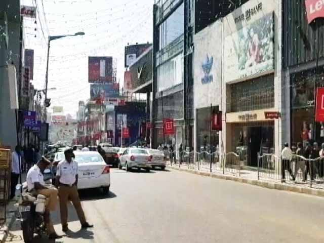 Videos : कर्नाटक में दक्षिणपंथी संगठन की मांग, न मनाया जाए नए साल का जश्न