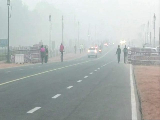 Video : Delhi Fog Chaos: Over 100 Flights Affected, Passengers Stranded