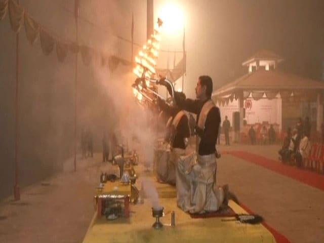Videos : गंगा आरती के साथ नए साल का आगाज