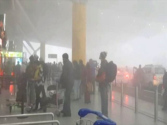Video : 300 Flights Delayed In Delhi Due To Fog, Huge Backlog