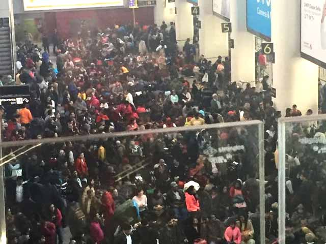 Video : Chaos At Delhi Airport On New Year's Day As Thick Fog Disrupts Flights