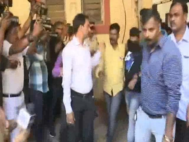 Video : 2 Managers Of Rooftop Pub Arrested In Mumbai's Kamala Mills Fire Case
