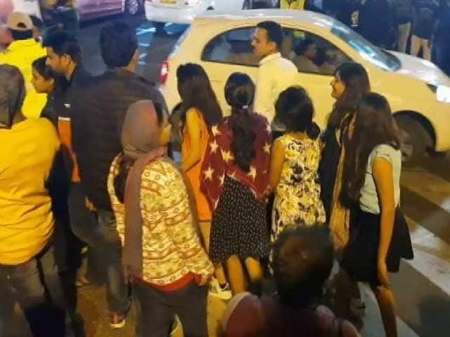 Videos : बेंगलुरु में शांतिपूर्ण ढंग से मना नया साल
