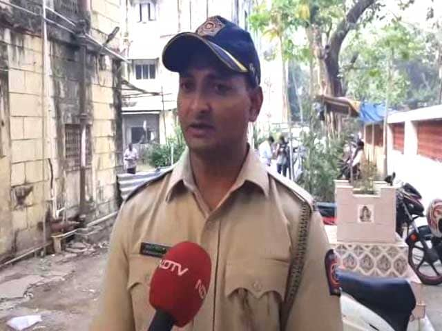 Video : Mumbai Cop Praised For Saving 8 Lives From Kamala Mills Fire