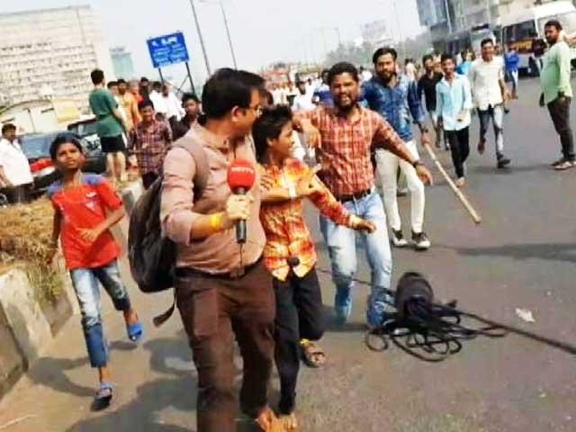 Videos : पुणे में दो गुटों में टकराव, एक की मौत, NDTV रिपोर्टर पर भी भीड़ का हमला