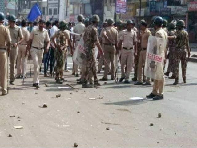 Videos : बड़ी खबर : पुणे हिंसा की आग महाराष्ट्र के कई शहरों में फैली