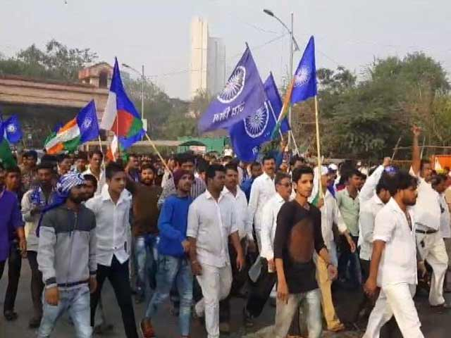 Video : Mumbai Tense Amid Dalit Groups' Bandh, Protests Reach Delhi