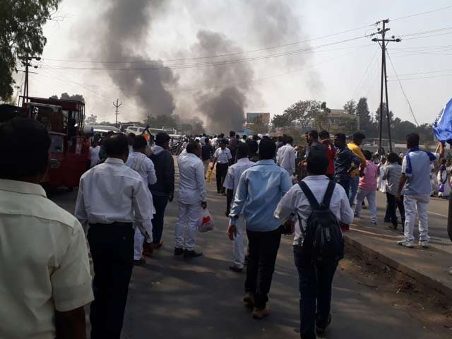 Video : इंडिया 8 बजे : पुणे में भड़की हिंसा की आग मुंबई पहुंची