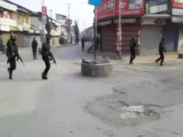 Video : Blast In Jammu And Kashmir's Sopore, 4 Policemen Killed