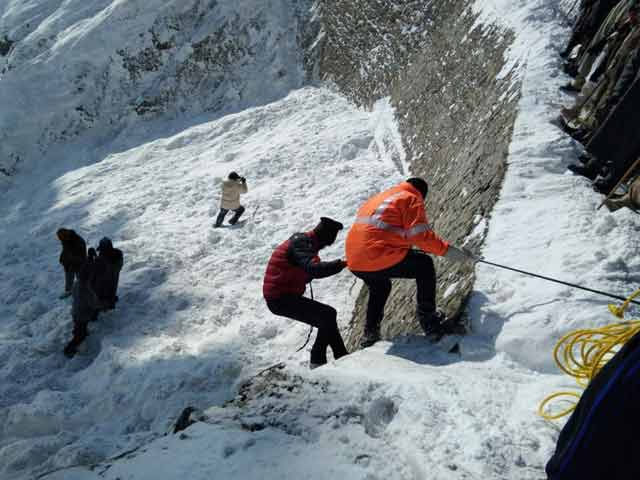 Government Staff Killed By Avalanche While Restoring Water Supply In J&K