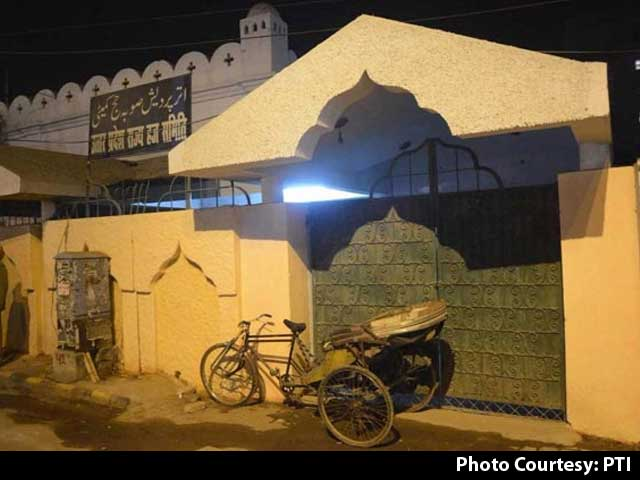 Video : UP Haj Office Wall Gets Back Old Shade Day After Being Painted Saffron