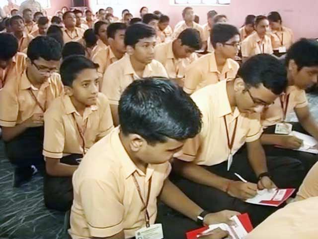 Videos : केंद्रीय विद्यालयों में हिंदी में प्रार्थना क्या हिंदू धर्म का प्रचार है?