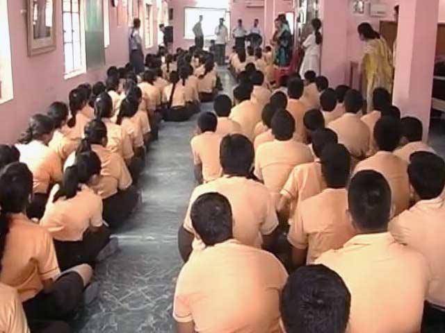 Videos : MoJo: केंद्रीय विद्यालयों में हिंदी में प्रार्थना क्या हिंदू धर्म का प्रचार है?