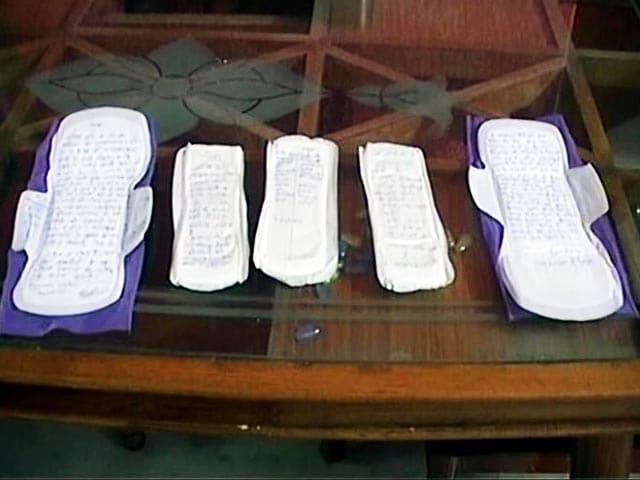 Videos : पीएम मोदी को 1000 सैनेटरी नैपकिन भेजेंगी छात्राएं