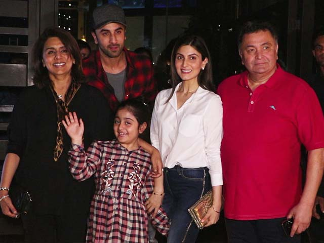 Paparazzi Spots Ranbir Kapoor Dining With His Family